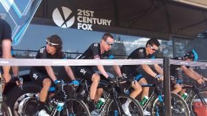 Wiggins-ék melegítenek a király etap előtt